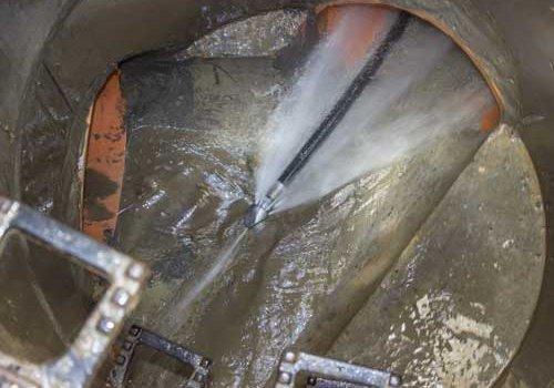 Прочистка (очистка), промывка засоров канализационных труб любой сложности